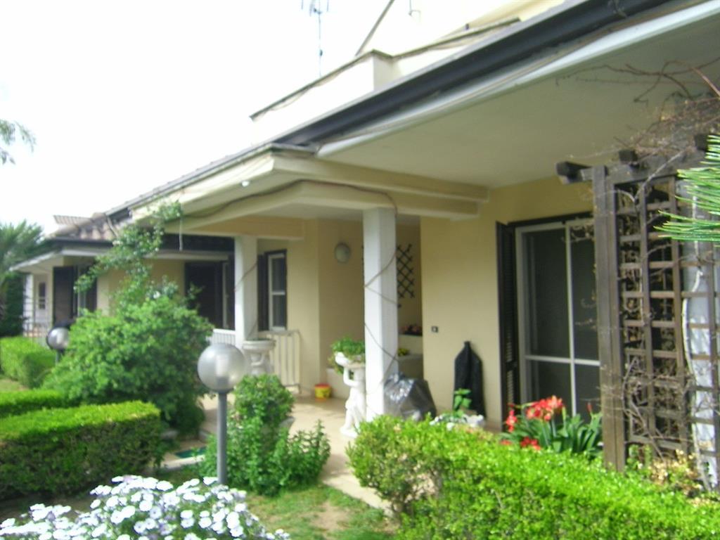 Villa in vendita a Latina, 7 locali, zona Località: Q5, prezzo € 465.000 | Cambio Casa.it