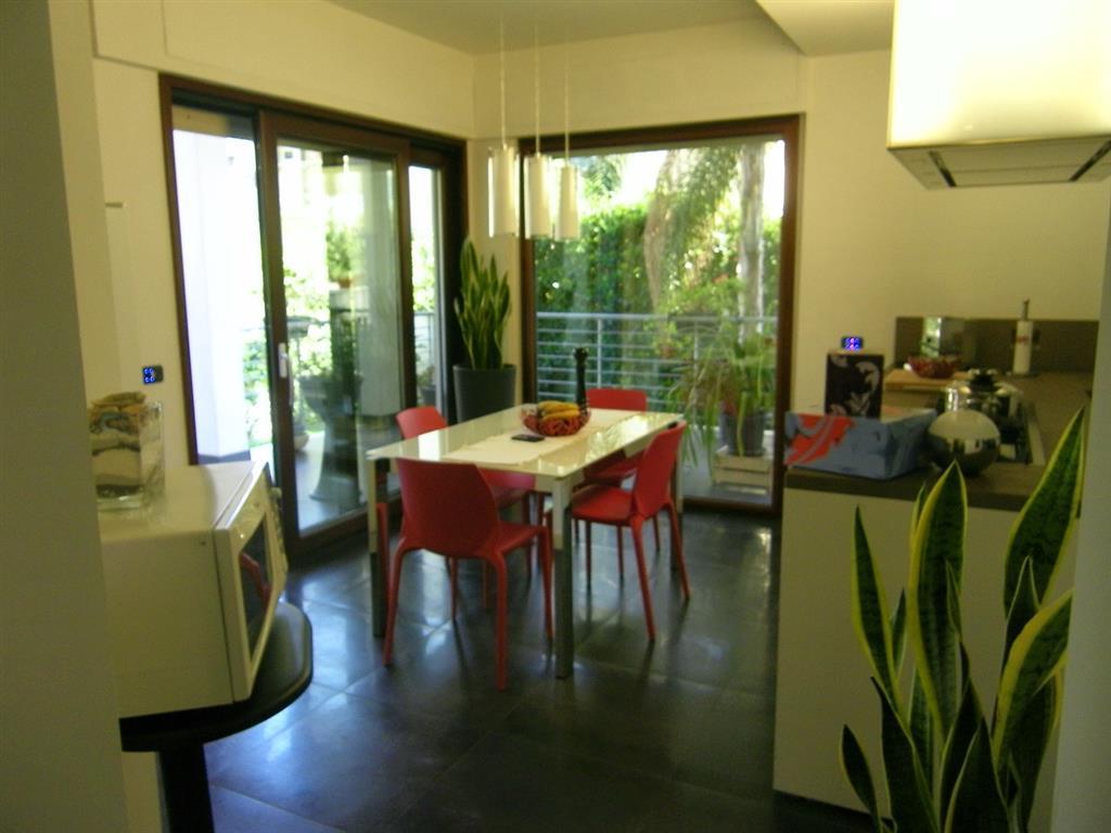 Soluzione Indipendente in vendita a Latina, 5 locali, zona Zona: Centro storico, Trattative riservate | Cambio Casa.it