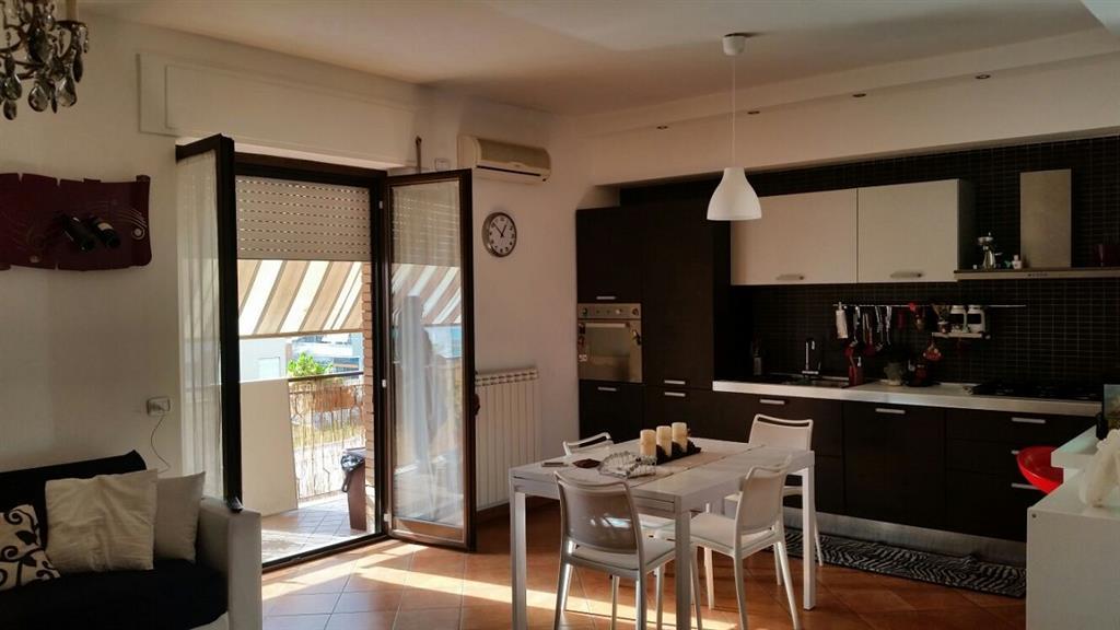 Appartamento in vendita a Latina, 3 locali, zona Località: TRIBUNALE, prezzo € 158.000 | Cambio Casa.it