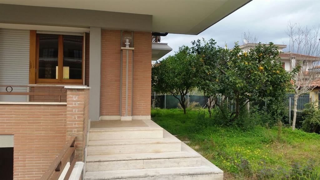 Villa in vendita a Latina, 5 locali, zona Località: PICCARELLO-PIAZZA MORO, prezzo € 360.000 | Cambio Casa.it
