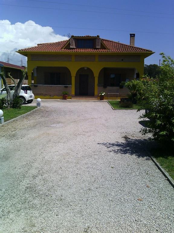 Villa in vendita a Latina, 8 locali, zona Zona: Borgo Sabotino, prezzo € 310.000 | Cambio Casa.it