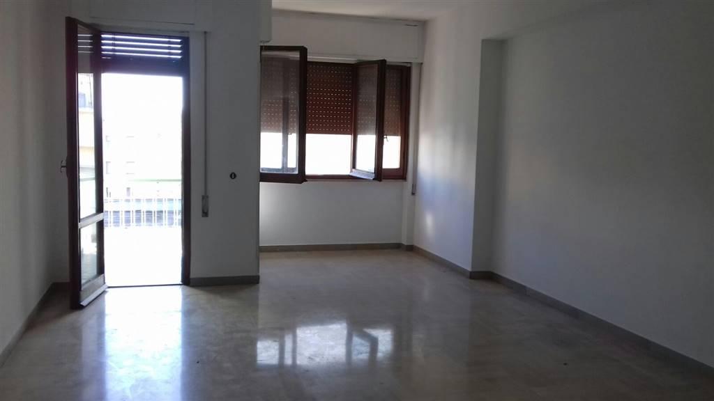 Appartamento in affitto a Latina, 4 locali, zona Zona: Centro storico, prezzo € 600 | Cambio Casa.it