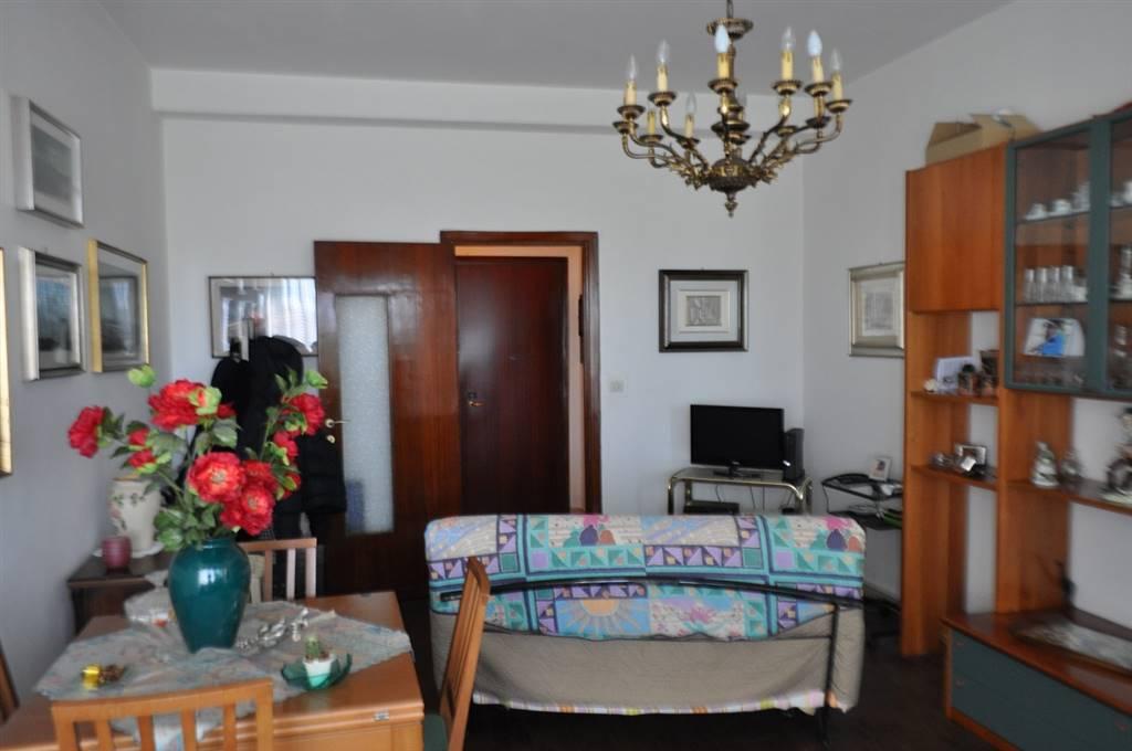 Appartamento in vendita a Latina, 6 locali, zona Località: TRIBUNALE, prezzo € 165.000 | Cambio Casa.it