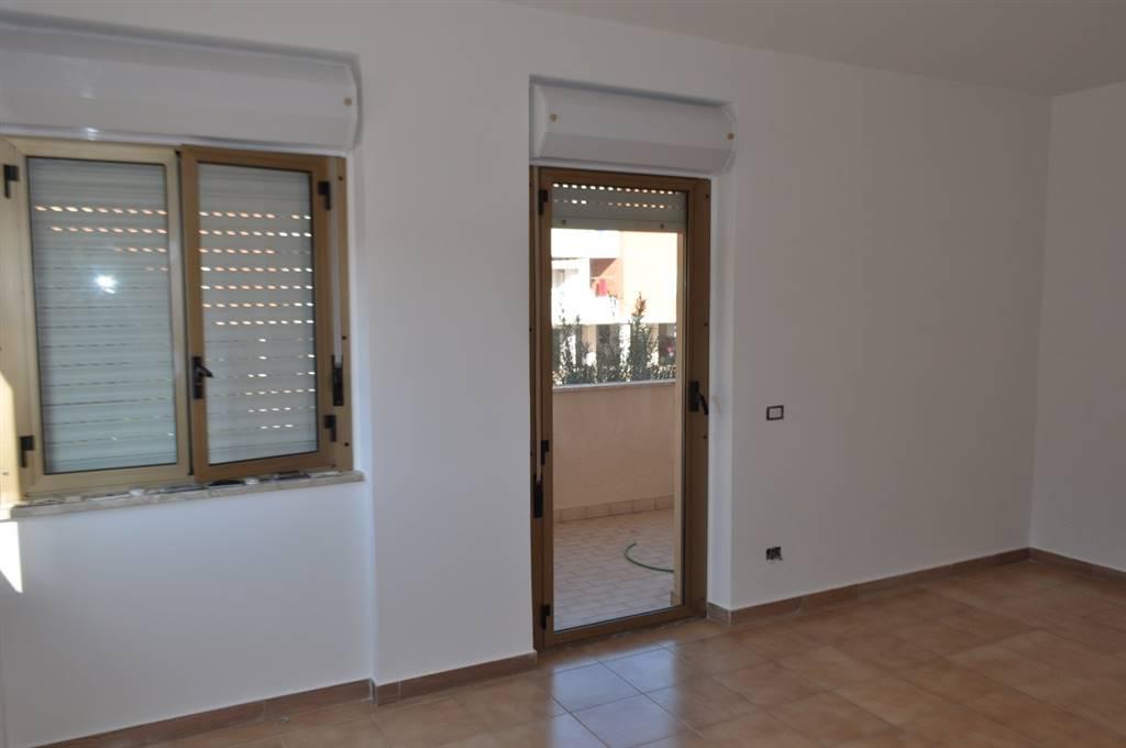 Appartamento in vendita a Latina, 6 locali, zona Località: Q4, prezzo € 200.000 | Cambio Casa.it