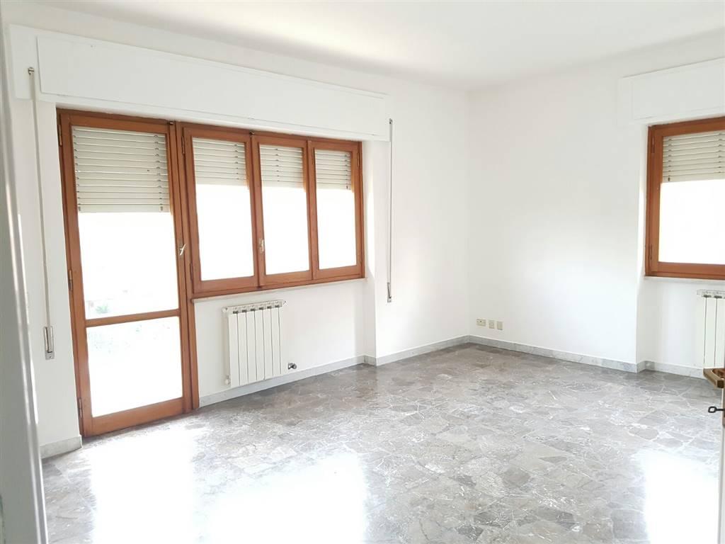 Appartamento in affitto a Latina, 5 locali, zona Località: ISONZO, prezzo € 650 | Cambio Casa.it