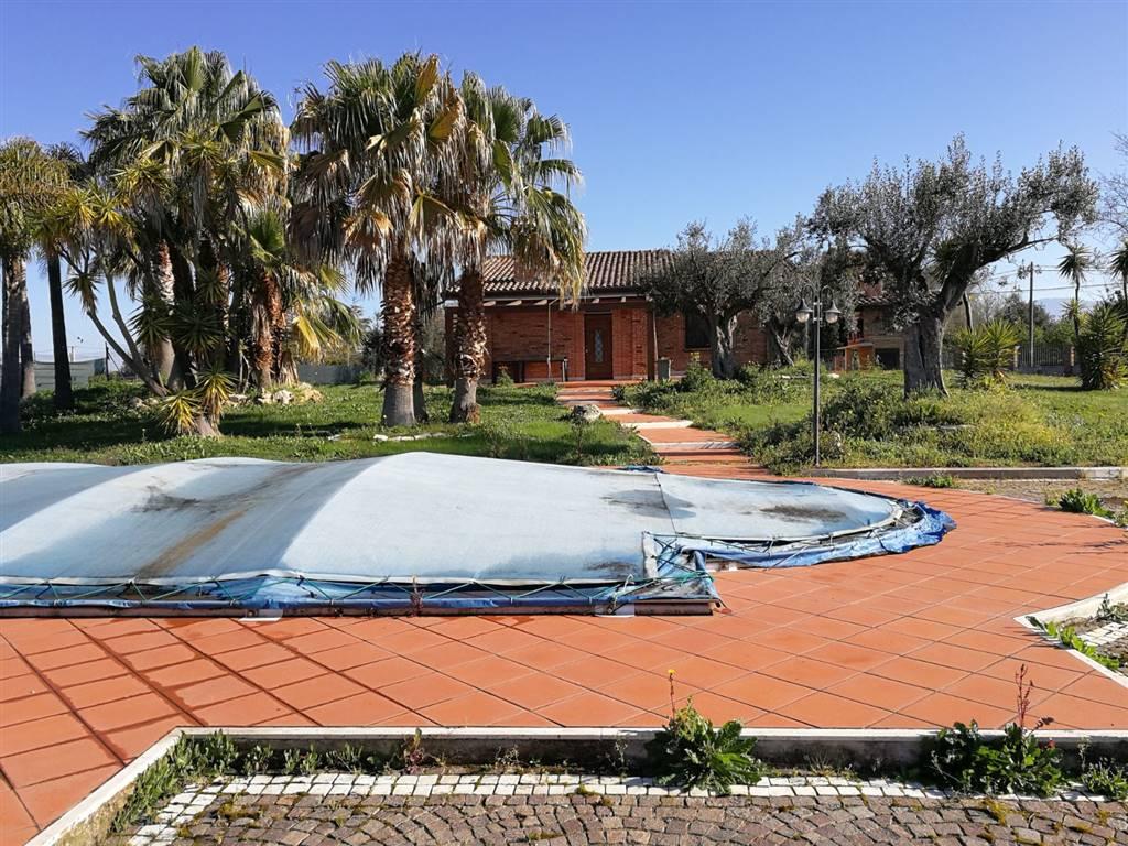 Villa-Villetta  in Vendita a Latina