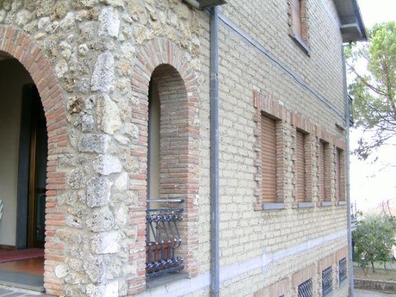 Casa Indipendente vendita CHIUSI (SI) - 7 LOCALI - 700 MQ