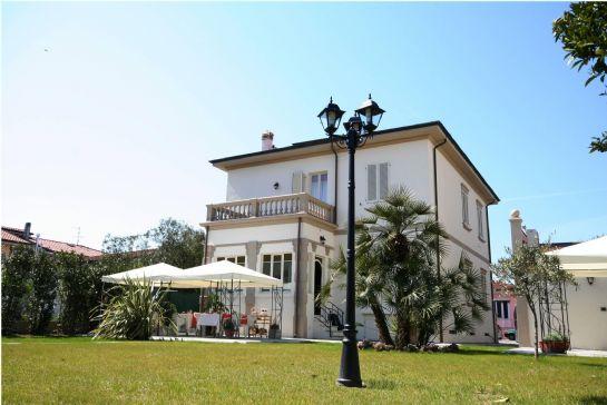 Villa viareggio cerca ville a viareggio for Case torre del lago