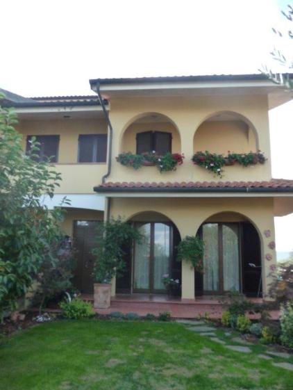Bifamiliare, Monte San Savino, seminuovo