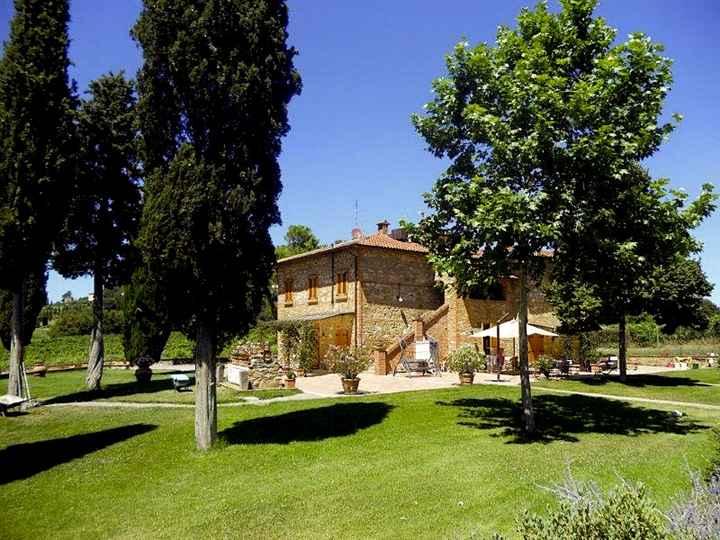 Colonica, Croce, Lucignano, ristrutturata