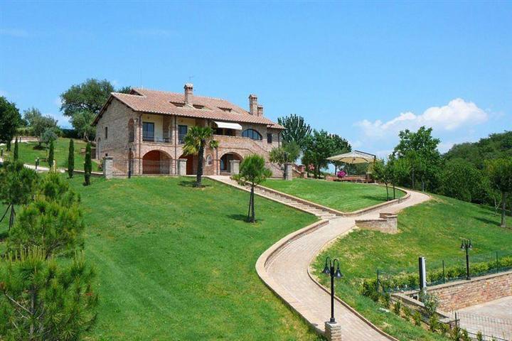 Rustico / Casale in vendita a Castiglione del Lago, 19 locali, zona Zona: Porto, prezzo € 1.250.000 | Cambiocasa.it