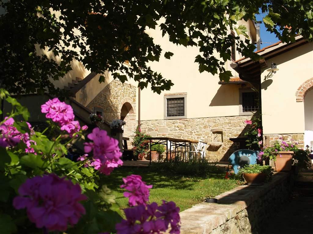Rustico-casale  in Vendita a Civitella In Val Di Chiana