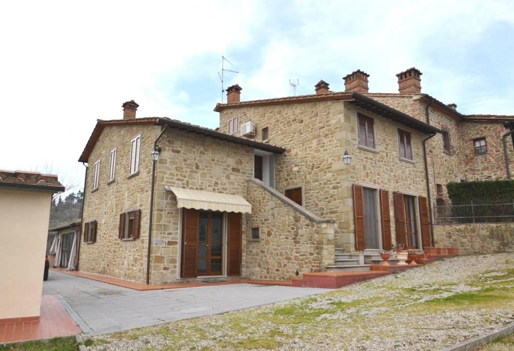 Rustico-casale  in Vendita a Arezzo