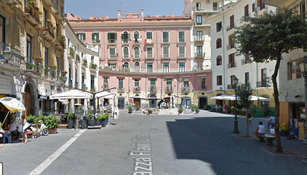 Attività / Licenza in vendita a Salerno, 2 locali, zona Zona: Centro Storico, Trattative riservate | CambioCasa.it