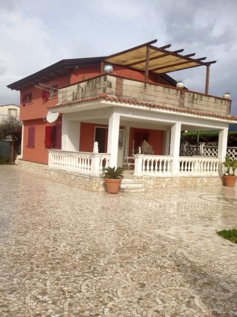 Soluzione Indipendente in vendita a Salerno, 4 locali, zona Località: SAN LEONARDO / ARECHI / MIGLIARO, prezzo € 265.000 | CambioCasa.it