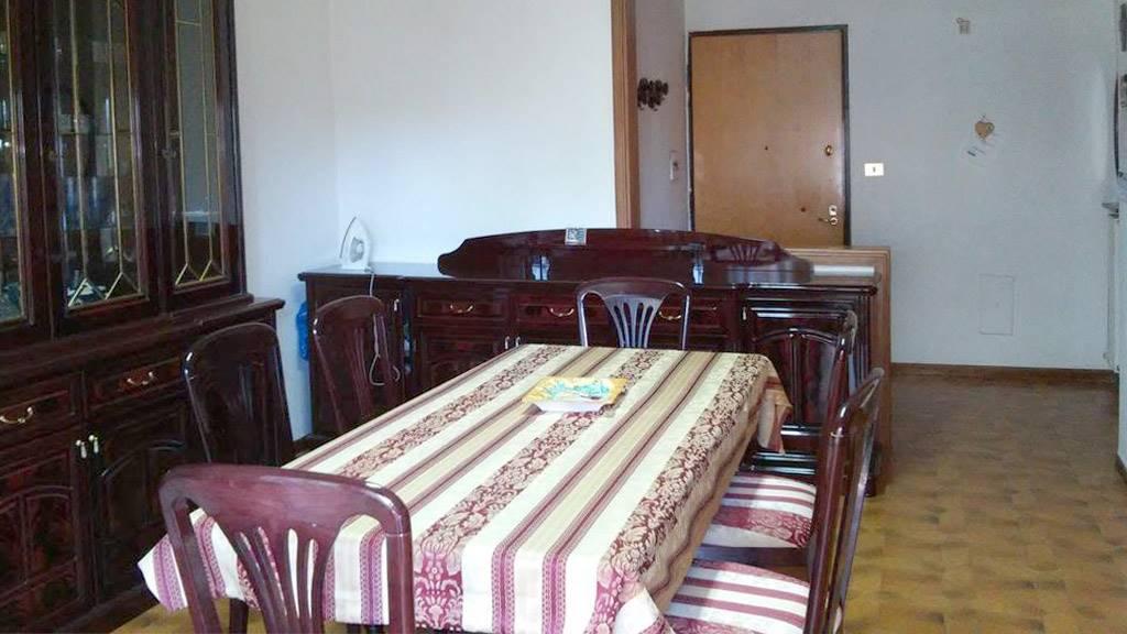 Appartamento in affitto a Salerno, 4 locali, zona Località: ARBOSTELLA, prezzo € 800 | CambioCasa.it