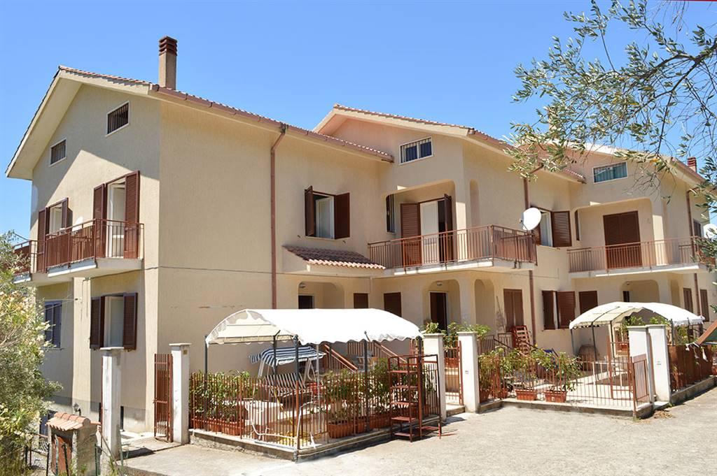 Villa a Schiera in vendita a Pollica, 12 locali, zona Zona: Cannicchio, prezzo € 295.000 | CambioCasa.it