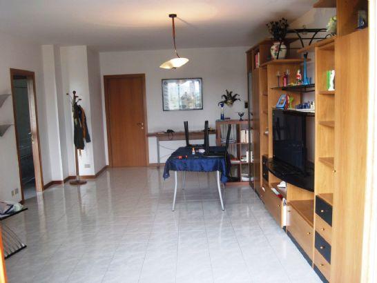 Appartamento in vendita a Agugliano, 5 locali, Trattative riservate | CambioCasa.it