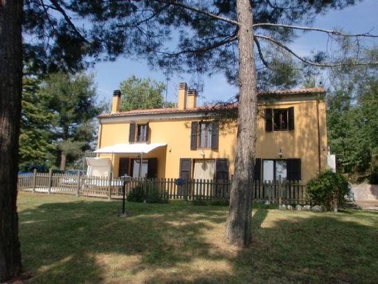 Rustico / Casale in vendita a Agugliano, 10 locali, prezzo € 360.000 | CambioCasa.it
