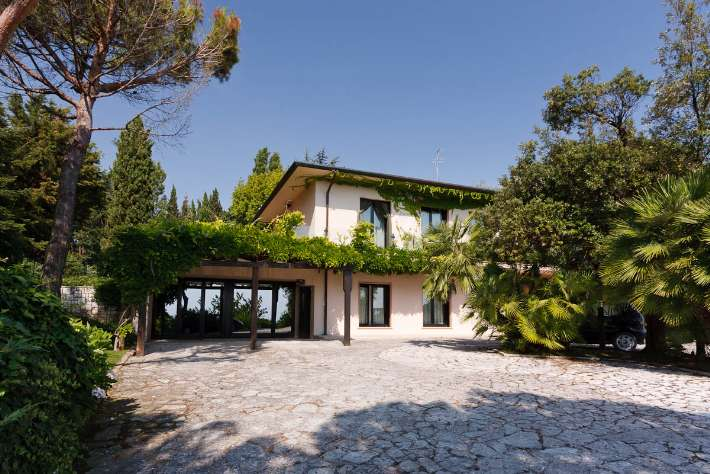 Villa in vendita a Ancona, 15 locali, zona Zona: Taglio di Barcaglione, Trattative riservate | Cambio Casa.it