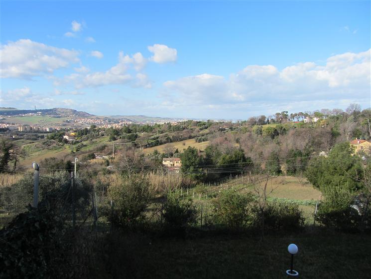 Soluzione Indipendente in vendita a Ancona, 3 locali, zona Zona: Pietralacroce, Trattative riservate   CambioCasa.it
