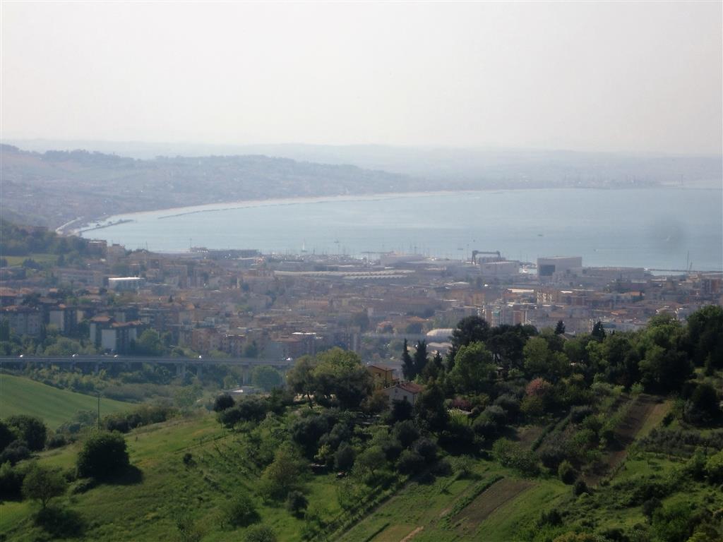 Soluzione Indipendente in vendita a Ancona, 5 locali, zona Zona: Pietralacroce, Trattative riservate   CambioCasa.it
