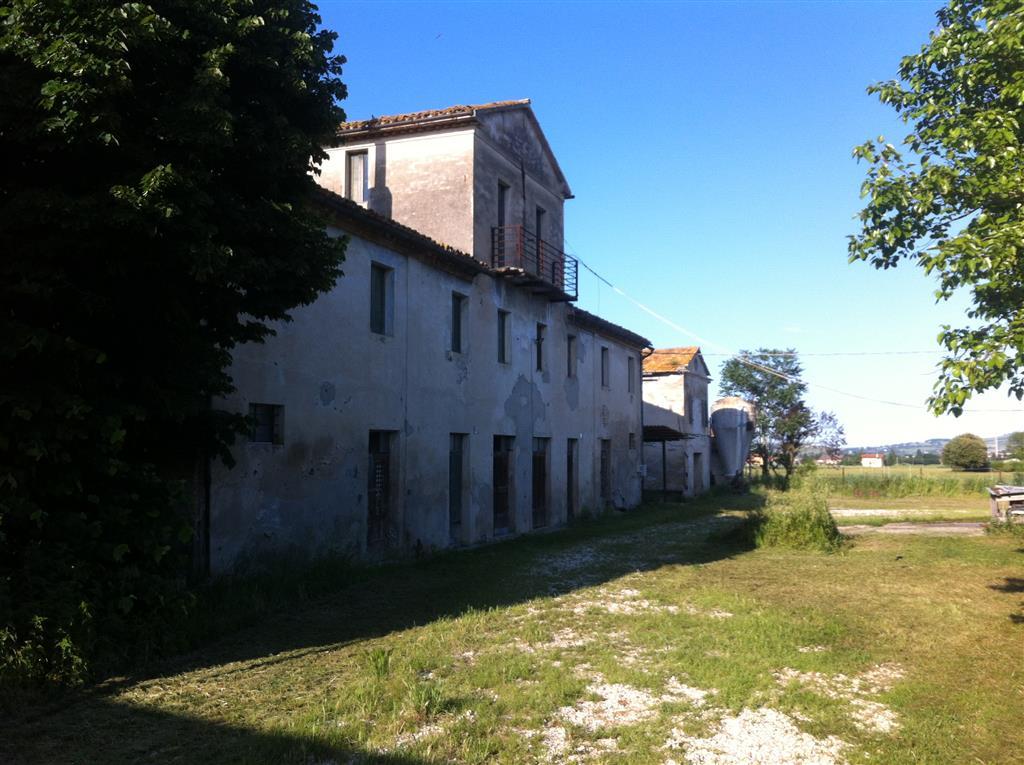 Azienda Agricola in vendita a Chiaravalle, 1 locali, prezzo € 350.000 | CambioCasa.it