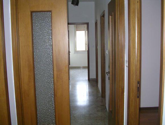 Stanza camera modena cerca stanze camere a modena for Stanze in affitto modena