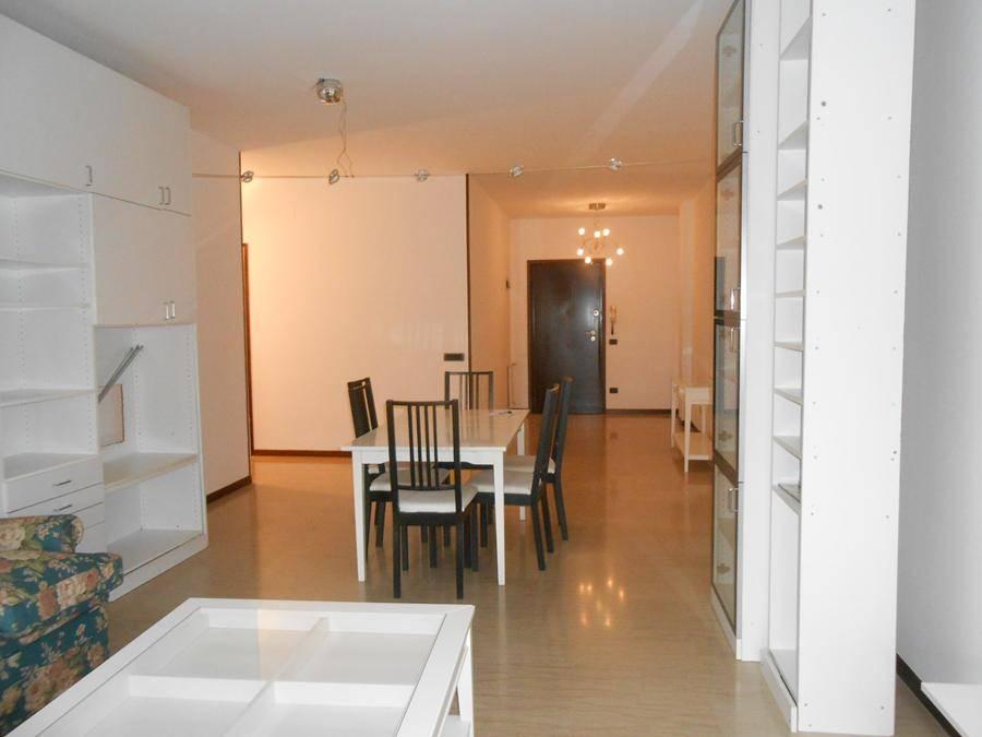 Appartamento in affitto a Padova, 5 locali, zona Zona: 4 . Sud-Est (S.Croce-S. Osvaldo, Bassanello-Voltabarozzo), prezzo € 800 | Cambio Casa.it