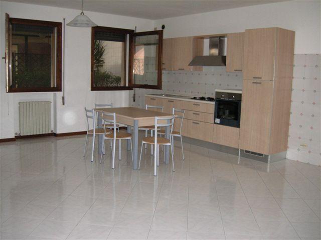 Appartamento in affitto a Ponte San Nicolò, 3 locali, zona Zona: Roncaglia, prezzo € 600 | CambioCasa.it