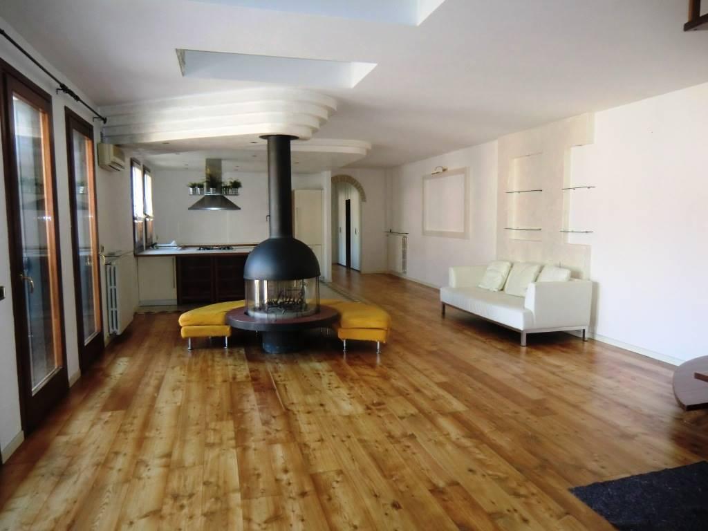 Attico / Mansarda in affitto a Padova, 5 locali, zona Zona: 3 . Est (Brenta-Venezia, Forcellini-Camin), prezzo € 1.480 | Cambio Casa.it