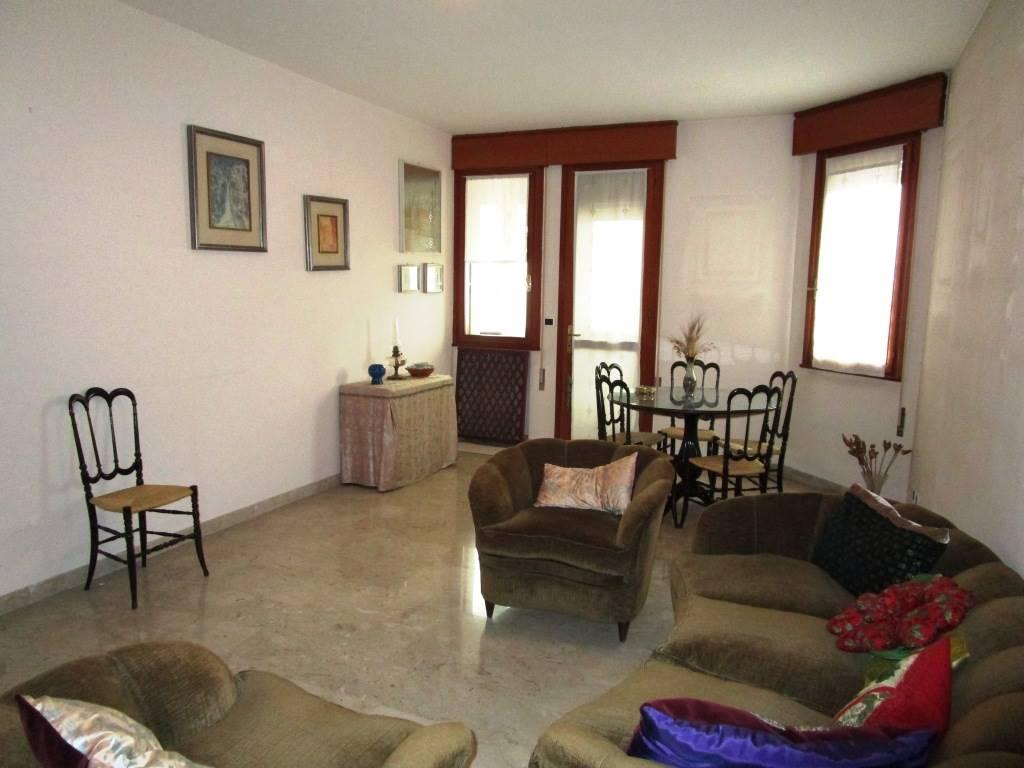 Appartamento in vendita a Padova, 6 locali, zona Zona: 2 . Nord (Arcella, S.Carlo, Pontevigodarzere), prezzo € 120.000 | Cambio Casa.it