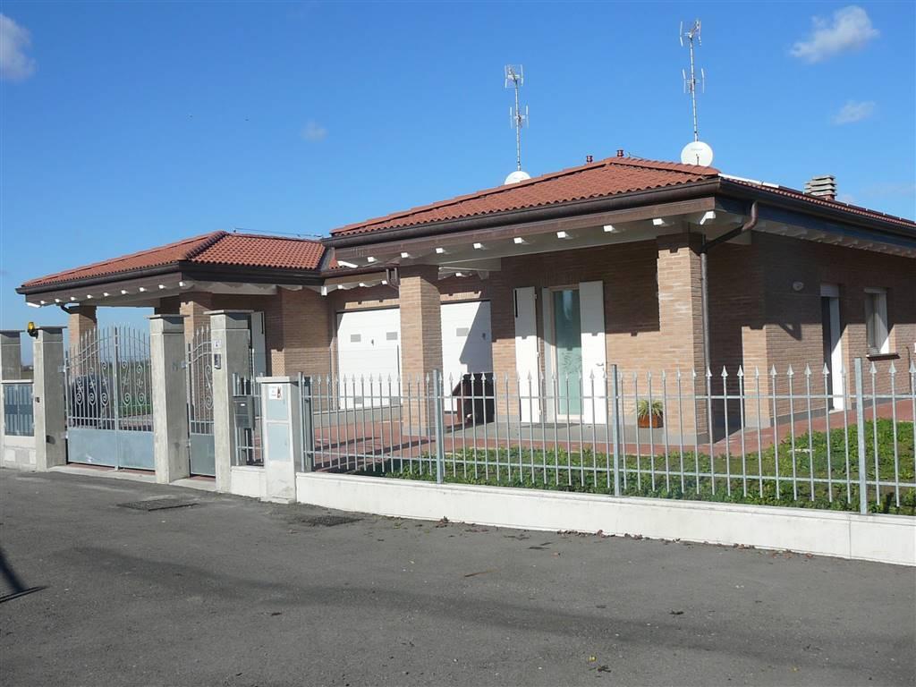 Villa Bifamiliare in vendita a Castello d'Argile, 5 locali, prezzo € 365.000   Cambio Casa.it