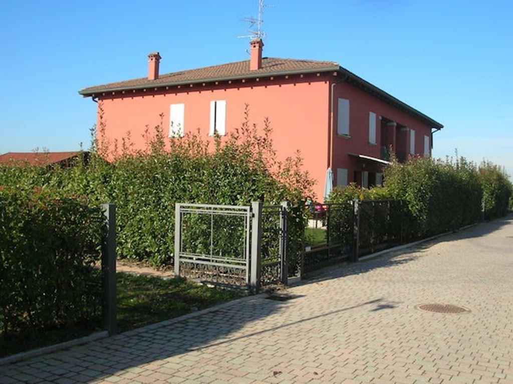 Case castello d 39 argile compro casa castello d 39 argile in vendita e affitto su - Piscina a castello d argile ...