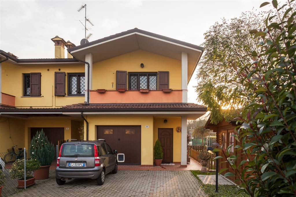 Villa a schiera, San Matteo Della Decima, San Giovanni In Persiceto