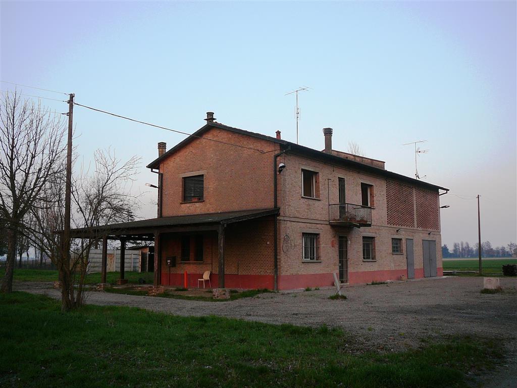 Rustico / Casale in vendita a Castello d'Argile, 10 locali, zona Località: MASCARINO-VENEZZANO, prezzo € 199.000   Cambio Casa.it