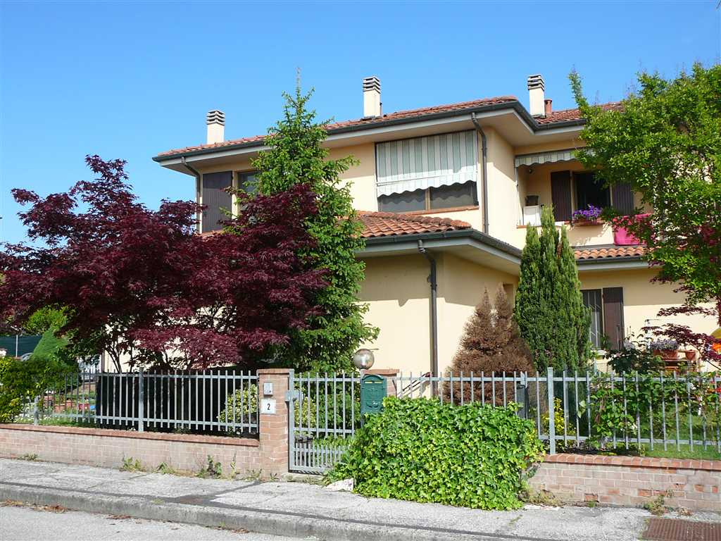 Soluzione Indipendente in vendita a Castello d'Argile, 3 locali, zona Località: MASCARINO-VENEZZANO, prezzo € 144.000   Cambio Casa.it