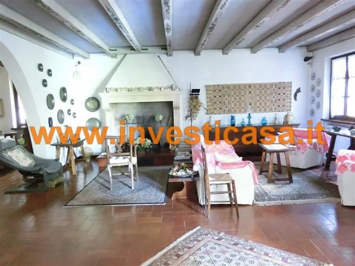 Villa in vendita a Bardolino, 8 locali, prezzo € 850.000 | Cambio Casa.it