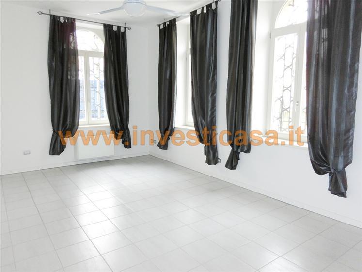 Ufficio / Studio in affitto a Lazise, 4 locali, prezzo € 950 | Cambio Casa.it