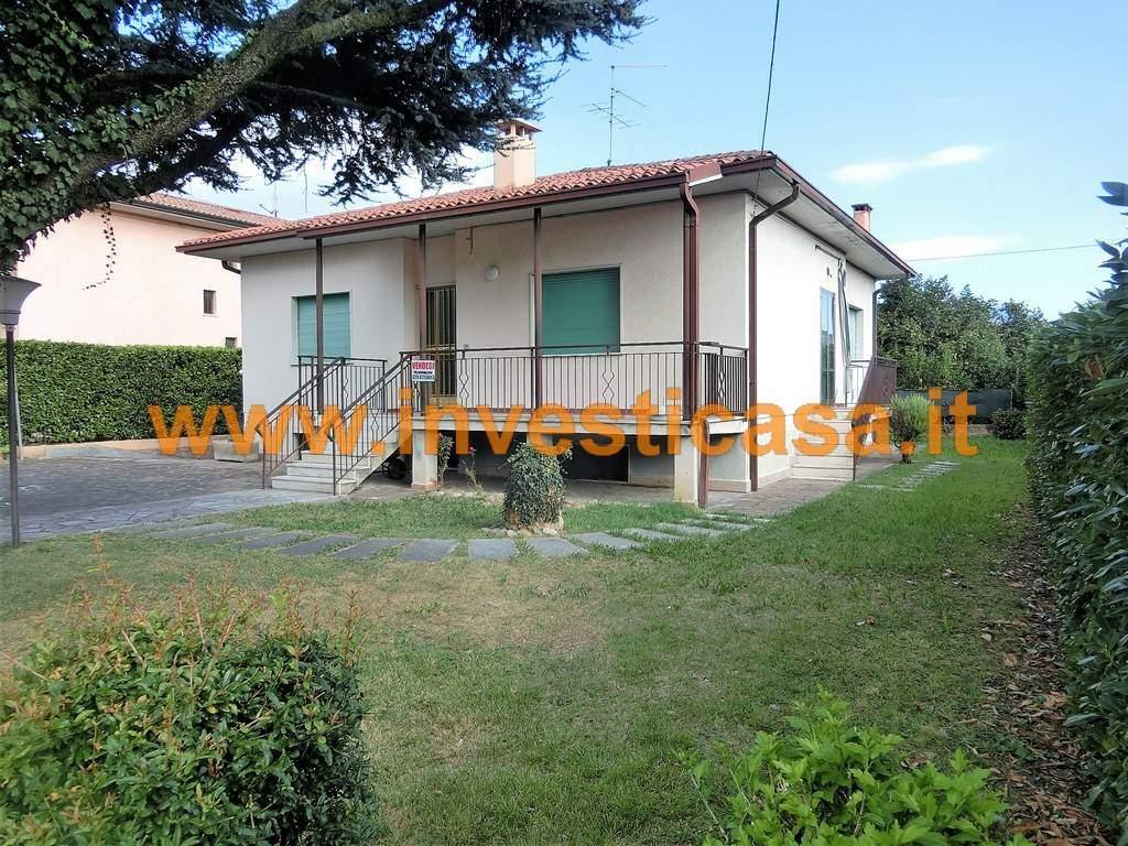 Villa in vendita a Cavaion Veronese, 4 locali, zona Località: SEGA, Trattative riservate | Cambio Casa.it