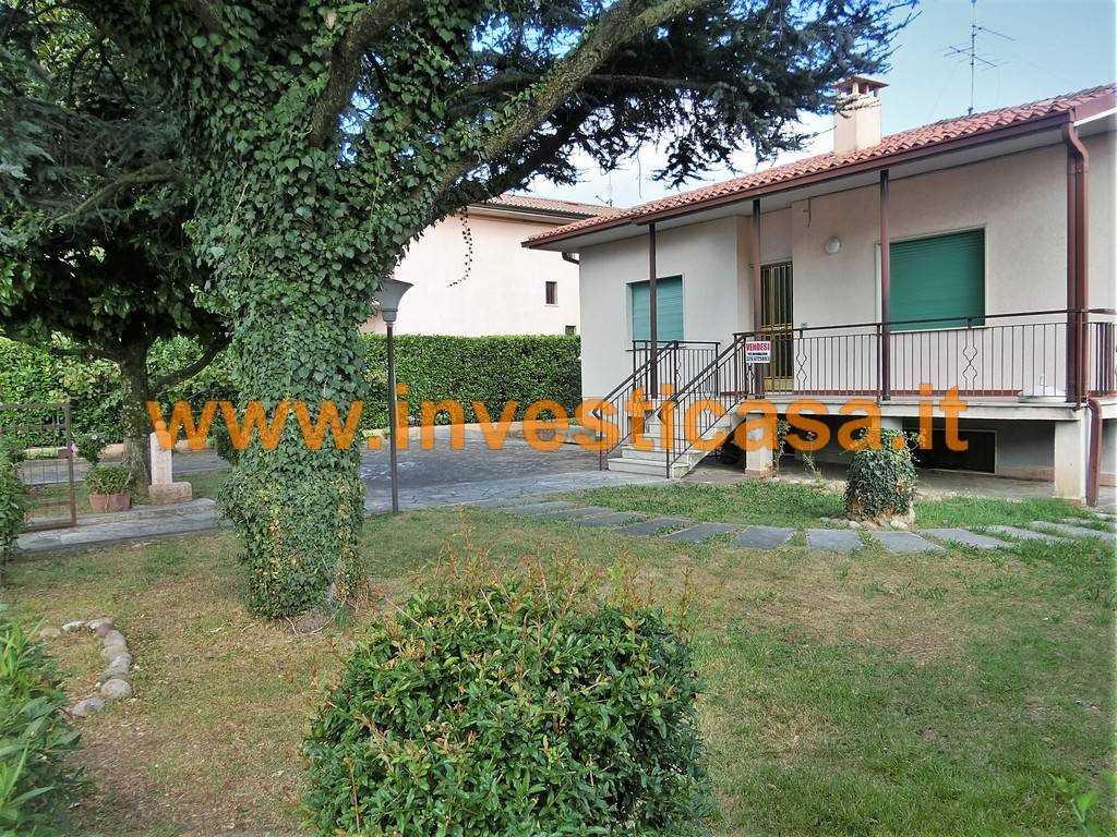 Villa in vendita a Cavaion Veronese, 4 locali, zona Località: SEGA, prezzo € 300.000 | Cambio Casa.it