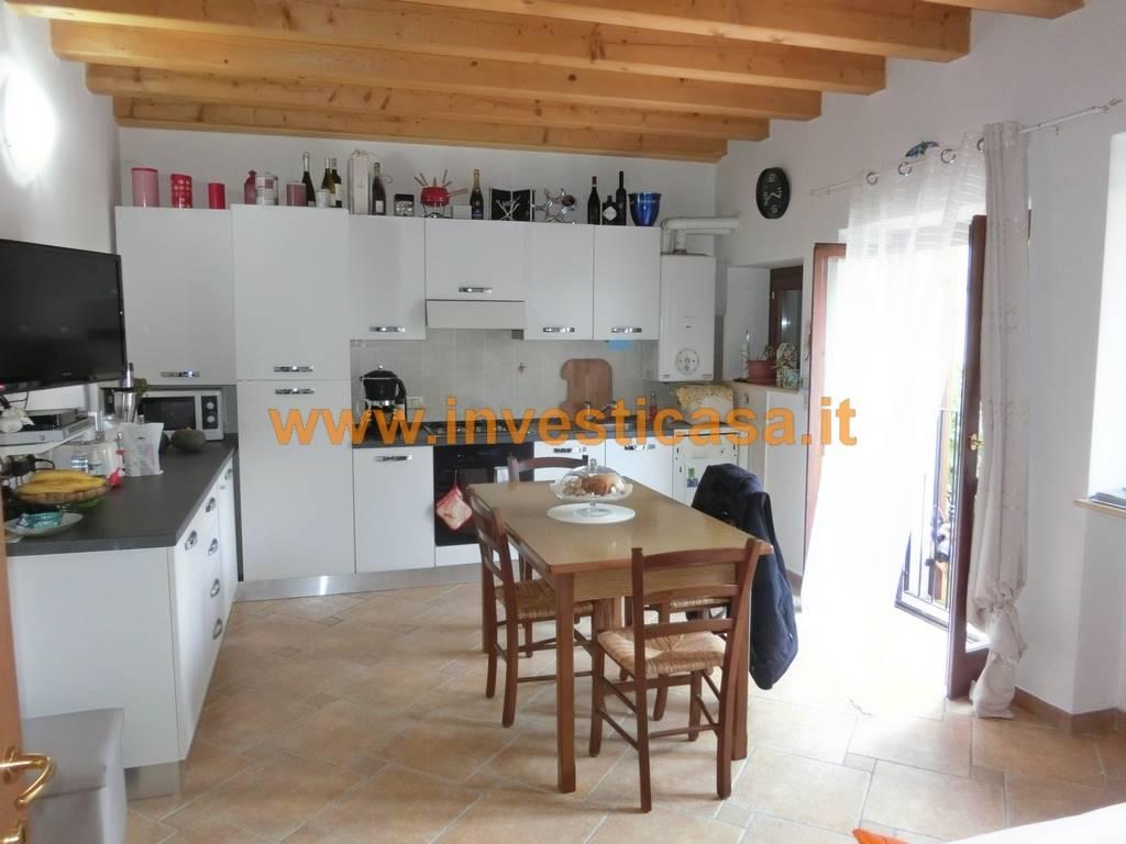 Appartamento in affitto a Pastrengo, 3 locali, zona Località: RONCHI, prezzo € 550 | Cambio Casa.it