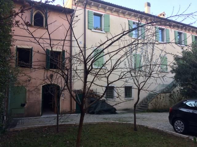 Rustico / Casale in affitto a Bardolino, 3 locali, zona Zona: Cisano, prezzo € 750   Cambio Casa.it