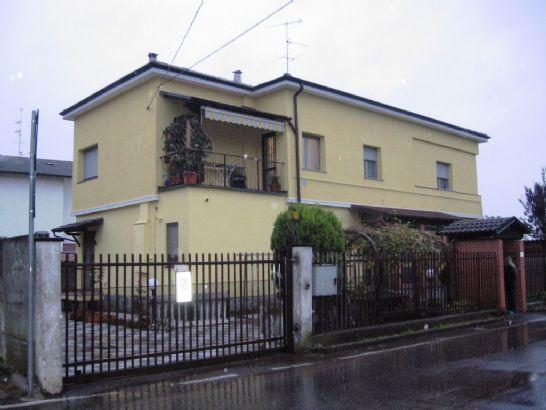 Villa Bifamiliare in vendita a Morimondo, 6 locali, prezzo € 335.000 | CambioCasa.it