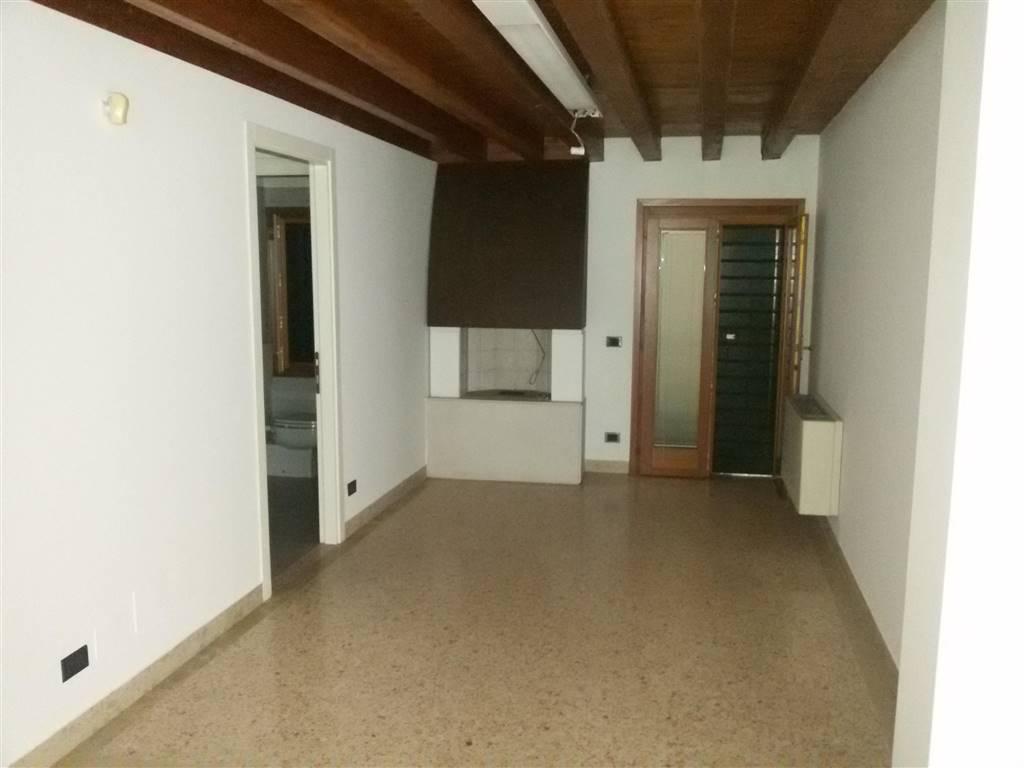 Negozio / Locale in affitto a Mirano, 1 locali, prezzo € 850 | CambioCasa.it
