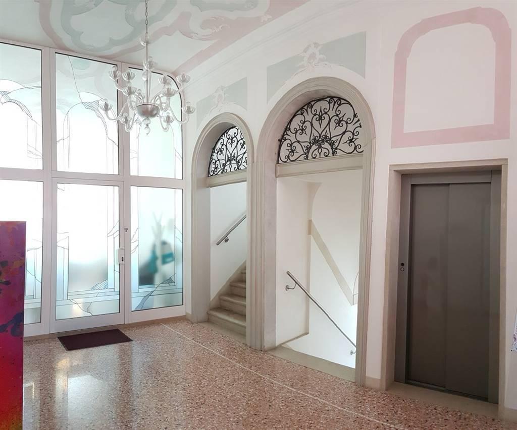 Ufficio / Studio in affitto a Spinea, 3 locali, prezzo € 1.000 | CambioCasa.it