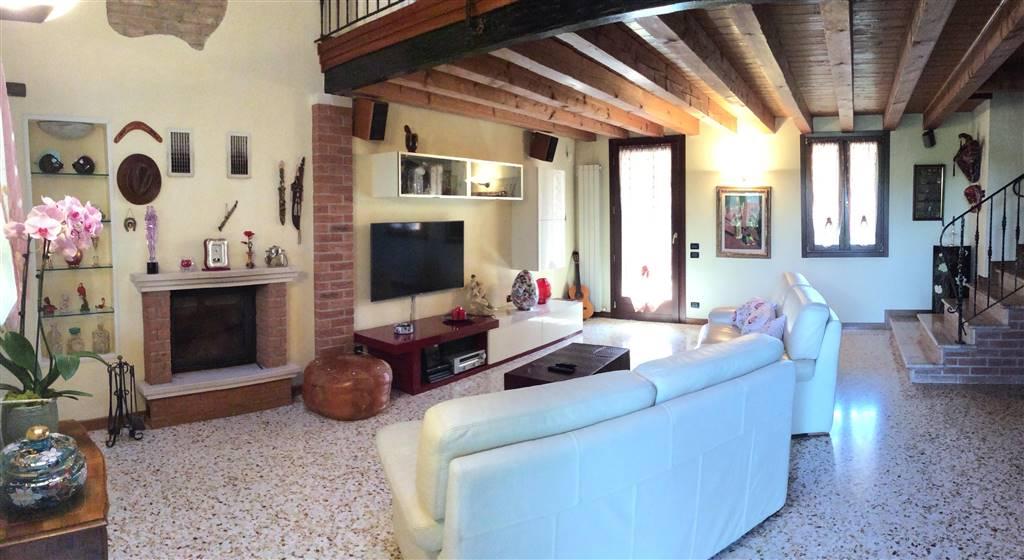 Villa in vendita a Salzano, 6 locali, zona Zona: Robegano, prezzo € 396.000 | CambioCasa.it