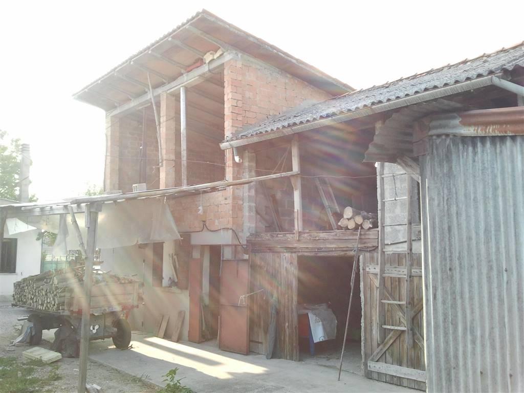 Rustico / Casale in vendita a Salzano, 4 locali, prezzo € 105.000 | CambioCasa.it