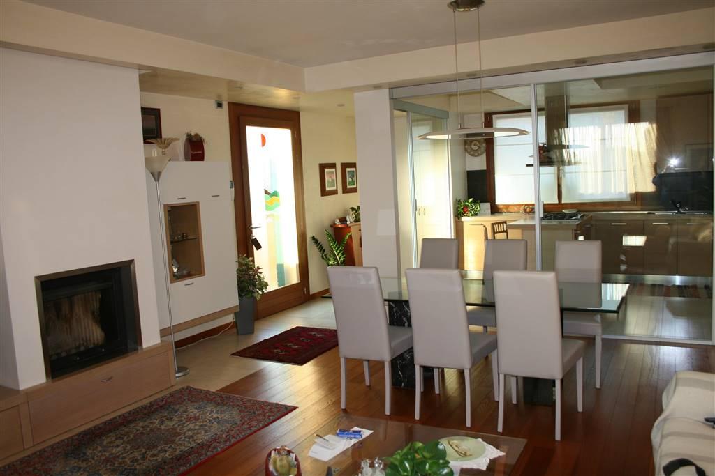 Villa in vendita a Santa Maria di Sala, 6 locali, zona Zona: Veternigo, prezzo € 480.000   CambioCasa.it
