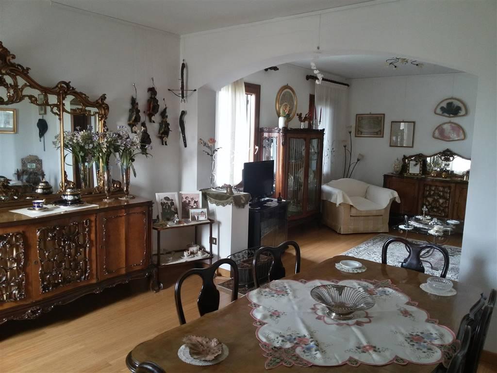 Soluzione Indipendente in vendita a Mirano, 7 locali, zona Zona: Vetrego, prezzo € 289.000 | CambioCasa.it